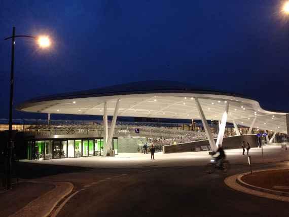 bike&Ride Station beim Bahnhof Schallmoos bei Nacht